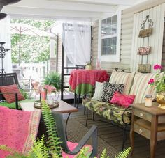 Colorful screened in porch eclecticallyvintage.com