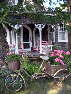 Martha's Vineyard Cottage I so want to have a cup of tea on that porch! Cute Cottage, Cottage Style, Shabby Cottage, Garden Cottage, Home And Garden, Cottage Porch, Front Porch Furniture, Cabins And Cottages, Cottage Living