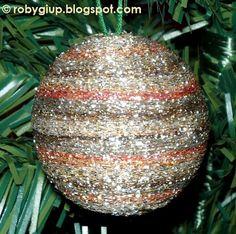 RobyGiup Handmade: Polystyrene ball wrapped in sparkling tread in several gold/brown nuances - Pallina di polistirolo rivestita con un filato laminato in varie sfumature di dorato/marrone