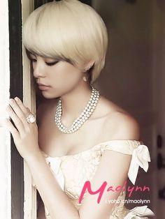 F(X) Amber. Omg. She looks SO pretty in this photo!!! :O