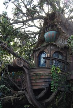 Tarzan's Treehouse – tree Beautiful Tree Houses, Cool Tree Houses, Beautiful Homes, Beautiful Places, Beautiful Pictures, Fairytale House, Storybook Homes, Tree House Designs, Witch House