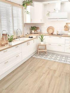 Home Decor Kitchen, Kitchen Interior, Home Kitchens, Kitchen Ideas, Kitchen Wall Colors, Interior Plants, New Kitchen, Kitchen Island, Kitchen Cabinets