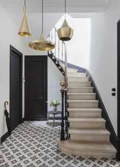 Carreaux de ciment. Suspensions Tom Dixon.