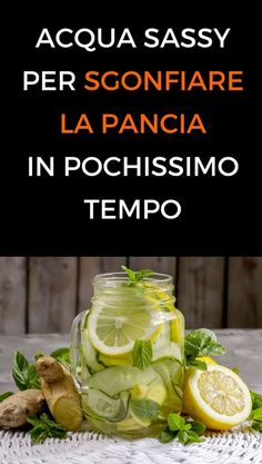 Come preparare l'acqua sassy per sgonfiare la pancia e perdere peso - benessereSassy water is a key element in many programs for a flat stomach. Wellness Fitness, Health Fitness, Smoothie Recipes, Smoothies, Body Detox Cleanse, Lemon Drink, Weight Loss Drinks, Natural Medicine, Stay Fit