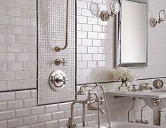 Dekorasi Unik Kamar Mandi Dengan Keramik Putih
