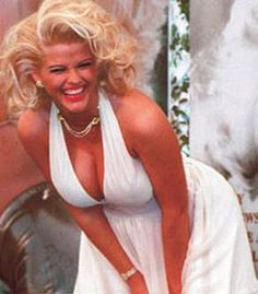 Actress Anna Nicole Smith poses as Marilyn Monroe in 'The Seven Year Itch', circa Get premium, high resolution news photos at Getty Images Anna Nicole Smith, Anna Smith, Ann Nicole, Norma Jeane, Cultura Pop, The Victim, Celebs, Celebrities, Lady In Red