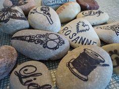 Stenen bestempelen met flexibele stempels