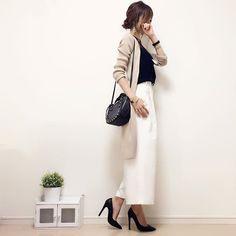 #今日のコーデ ☺︎♪ モノトーンコーデにベージュのロングカーディガンを♡ ぱきっとしたバイカラーもベージュを入れると柔らかい雰囲気になるので、このカーディガンにはよくお世話になっていますヽ(∀)ノ♪ cardigan#moca tops/pants#gu bag#zara pumps#diana #handmadeaccessory#fashion#outfit#code#accessory#kurashiru#ponte_fashion#ジユジョ#ハンドメイドアクセサリー#プチプラ#プチプラコーデ#シンプル#シンプルコーデ#コーデ#コーディネート#kaumo#ジーユー#gumania#locari#beaustagrammer#mineby3mootd#オフィスカジュアル#大人カジュアル#スナップミー