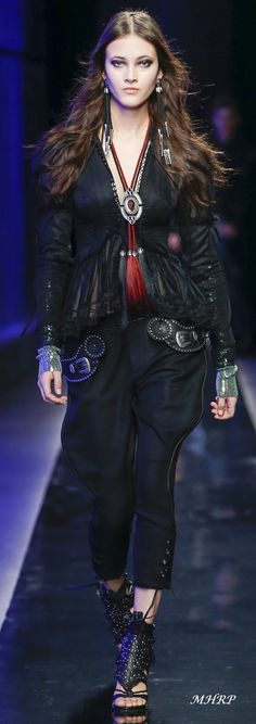 Dsquared2 Fall 2018 Menswear_image pinned from vogue.com All Fashion, Fashion 2018, Fashion Addict, Fashion Tips, Milan Fashion, Fashion Clothes, Urban Cowboy, Italian Fashion Designers, Donatella Versace