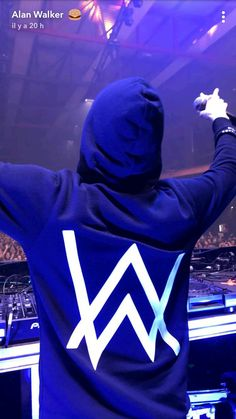 Passion Photography, Dark Photography, Dj Alan Walker, Marshmello Wallpapers, Walker Join, Smile With Your Eyes, Best Dj, Electronic Music, Record Producer