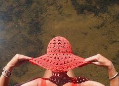 omⒶ KOPPA: Virkattu kesä(lieri)hattu Crochet Summer Hats, Crochet Cap, Crochet Stitches, Crochet Slippers, Crochet Clothes, Sun Hats, Doilies, Creative, Pattern