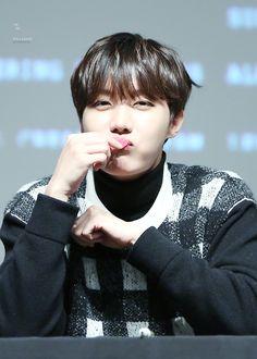 J-Hope (Jung Hoseok) [BTS] - Myeongdeong Fansign 160102 Like and Repin. Thx Noelito Flow. http://www.instagram.com/noelitoflow