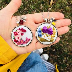 Hand Embroidery Art, Cross Stitch Embroidery, Embroidery Designs, Crochet Crafts, Knit Crochet, Sunflower Jewelry, Beaded Brooch, Handmade Accessories, Cross Stitching