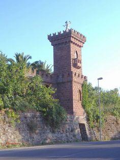 Torre merlata degli anni '60 fatta realizzare dall'avvocato Giovanni Antioco Mura in Bonorva