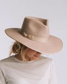 Zulu Rancher Hat in Sand O Cowboy, Estilo Glamour, Outfits Mujer, Mein Style, Stylish Hats, Outfits With Hats, Carrie Bradshaw, Mode Inspiration, Hats For Men