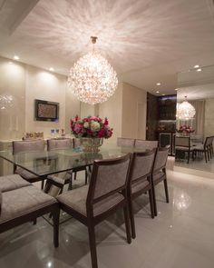 Sala de jantar com lustre divino que completa a decoração ✨✨