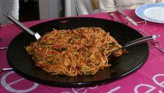 Spaghetti op de skottelbraai Spaghetti, Japchae, Barbecue, Pasta, Ethnic Recipes, Food, Barrel Smoker, Essen, Bbq