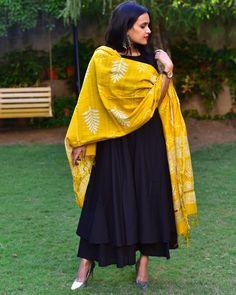 Shop Flared black cotton kurta set with dupatta Plain Kurti Designs, Kurta Designs Women, Blouse Designs, Indian Outfits Modern, Ethnic Outfits, Indian Fashion Modern, Pakistani Dress Design, Pakistani Outfits, Stylish Dress Designs