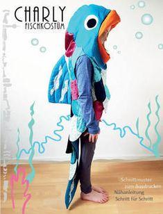 Faschingskostüm Regenbogenfisch Charly ♡♡♡ Charly, ein Regenbogenfisch, fällt durch seine schimmernden, farbenprächtigen Schuppen auf. Mit seinen Freunden, einem Doktorfisch und einem Clownfisch erlebt er viele aufregende Abenteuer. Lass auch dein Kind in die Fantasie der Unterwasserwelt eintauchen. Kinder lieben die Vielfältigkeit der Unterwasserwelt, die Farbenpracht der Fische, die unterschiedlichsten Fischarten, die Pflanzenwelt und die Farbe des Wassers. Mit diesem Kostüm kann dein Kind…