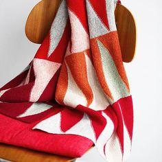 Hanne har strikket en variant af (baby)tæppet fra »Vendestrik i lange baner« #hannemeedom #vendestrik #vendestrikilangebaner #vingefang #forlagetvingefang