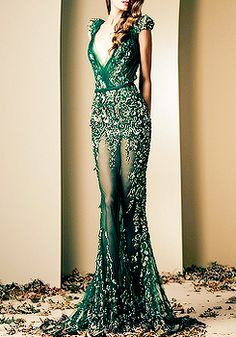 This dress reminded me of emerald city in the wizard of Oz I'm obsessed with the color