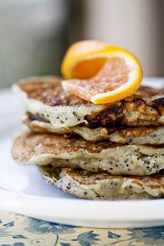 Lijkt me een lekkere variant: Orange Poppy Seed Pancakes Breakfast Pancakes, Pancakes And Waffles, Breakfast Dishes, Breakfast Time, Breakfast Recipes, Breakfast Ideas, Omelettes, Great Recipes, Favorite Recipes