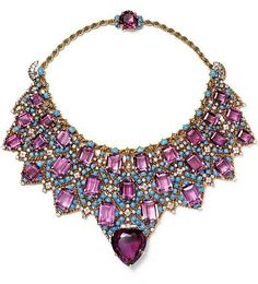 The Duchess of Windsor (Wallis Simpson) Jewelry-... - Cartier bib necklace in amethyst, gold and turquoise. Created for the Duchess of Windsor in 1947. Twisted gold, platinum, briliant and baguette-sized diamonds, a heart-shaped amethyst, 27 emerlad-sized amethysts and one facetted oval-shaped and turquoise cabochons.