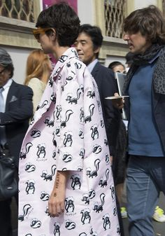 Au Jour le Jour skunks print Fashion Week, Fashion Outfits, Street Fashion, Women's Fashion, Moschino, Bowl Haircuts, Short Dark Hair, Sophisticated Outfits, Milan