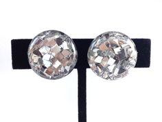 Vintage 1950's confetti lucite earrings. Retro jewelry. Screwback earrings.