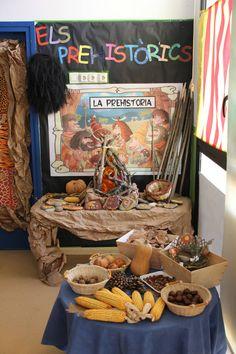 La classe dels prehistòrics. Escola El Far d'Empordà. Curs 2018-19. Children, Cake, Prehistory, Classroom, Young Children, Boys, Kids, Kuchen, Torte