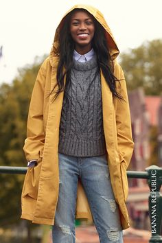 This chunky cropped cable sweater is a modern version of your favorite classic. Top with a weather-ready waxed jacket in nautical yellow and distressed skinny jeans. Yellow Trench Coat, Trench Coat Outfit, Raincoat Outfit, Yellow Raincoat, Fall Outfits, Casual Outfits, Cute Outfits, Field Jacket, Rain Jacket