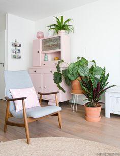 Binnenkijken in de urban jungle woonkamer van blogger Marij van My Attic | © Elisah Jacobs/InteriorJunkie.com