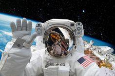 Klar, das ist jetzt nichts für die Mehrheit hier - aber die Nachricht ist einfach viel zu schön, um sie zu ignorieren: Es gibt gerade eine offene Stelle für die erste deutsche Astronautin... die Bewerbungsfrist läuft...   http://karrierebibel.de/astronautin-gesucht-bewerbungsstart-fuer-die-erste-deutsche-frau-im-all/