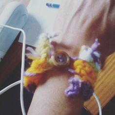 Labores. 6 años. Brazalete tejido a crochet con boton!