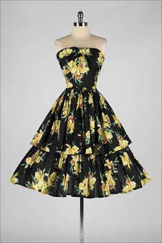 black yellow floral by millstreetvintage - ➳ vintage dress * black and yellow floral print cotton * wrapped bust * tiered full skirt * metal side zipper * strapless bodice with boning condition Vintage Outfits, Vintage 1950s Dresses, Retro Outfits, Vintage Clothing, Retro Dress, 1950s Style, 1950s Fashion, Vintage Fashion, Club Fashion