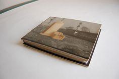 """Cubierta del Libro """"Fotografías Perdidas"""" -Un serie de fotografías recuperadas de la vida diaria, procedentes de diferentes lugares. Muchas de ellas de personas desonocidas para mi."""