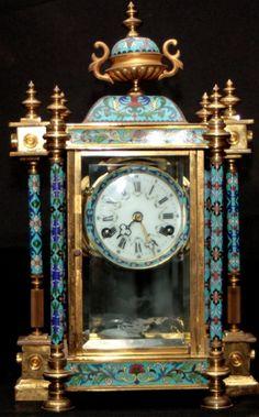 Relógio de mesa chinês em bronze com cerâmica na tonalidade azul obs: (necessita de reparos). Aprox:
