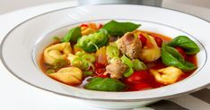 Tortellinisuppe med salsiccia Frisk, Thai Red Curry, Ethnic Recipes, Food, Red Peppers, Essen, Meals, Yemek, Eten