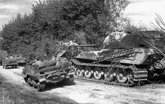 The Kingtiger (i.d. No.204) had apparently been abandoned (undamaged?) in La Gleize and was in running order.