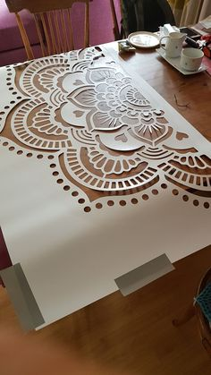 Wall stencil diy - DIY Need To Know - Pimp up your bedroom or your living room w. - Wall stencil diy – DIY Need To Know – Pimp up your bedroom or your living room with a mandala s - Mandala Mural, Mandala Stencils, Mandala On Wall, Boho Diy, Boho Decor, Wall Art Designs, Wall Design, Stencil Diy, Wall Stencil Patterns