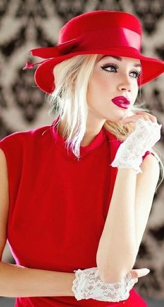 Red lips and cat eyes makeup will dress up any outfit. - TheSavvyChef - - Red lips and cat eyes makeup will dress up any outfit. Glamour, Red Hats, Women's Hats, Red Fashion, Fashion Styles, Fashion Models, Fashion Hats, Fashion Beauty, Girl Fashion