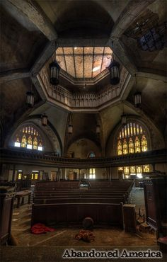 Photographs of the beautiful remains of abandoned American churches byt Matthew Christopher of Abandoned America Abandoned Churches, Abandoned Cities, Old Abandoned Houses, Old Churches, Abandoned Mansions, Architecture Old, Amazing Architecture, Architecture Details, Historical Architecture