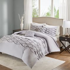 Home Essence brings you the elegant Sunita, a 5-piece comforter set that features an embriodered criss-cross design. This comforter set includes a comforter, 2 shams, 1 oblong pillow, and a square pillow. The comforter and shams are made of 100% cotton and this set is a perfect complement to any décor. While the comforter offers a sophisticated feel, the decorative pillows add a touch of glamour to the whole ensemble.