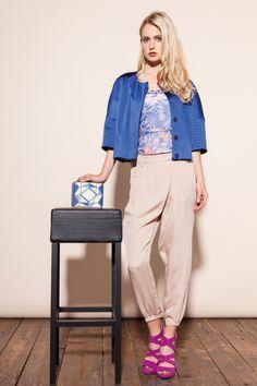 BRUNI giacca ampia raso, EASTWOOD pantalone viscosa fluida, USAI pochette quadrata stampa optical