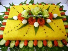 Nasi Kuning Dessert Packaging, Yellow Rice, Fruit And Vegetable Carving, Fusion Food, Food Decoration, Rice Cakes, Indonesian Food, Food Crafts, Food Design