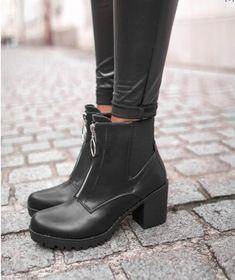 1a3067efe8a25 Belles bottines talons carré Fermeture éclair sur le dessus de la chaussure  Très bon état Portées