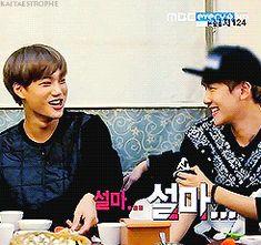 Exo Showtime Kai hitting-then-snuggling Baek. Kai whacking his hyung due to embarrassment