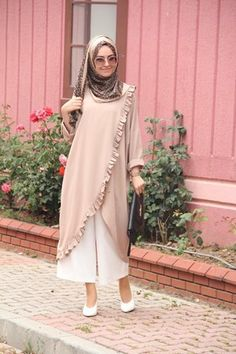 Frill abaya fashion is the greatest fashion of abaya that will love you. Islamic Fashion, Muslim Fashion, Modest Fashion, Fashion Dresses, Mode Abaya, Mode Hijab, Muslim Dress, Hijab Dress, Modest Dresses