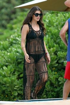 Ali Landry spotted on the beach in Wailea, Maui wearing a black string cover-up over a black bikini. The beautiful actress was all smiles before she hit the beach during her Hawaiian Vacation. 9-28-2012