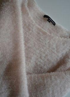 Kup mój przedmiot na #vintedpl http://www.vinted.pl/damska-odziez/swetry-z-dekoltem/17585497-pudrowy-roz-sweter-miekki-tally-weijl